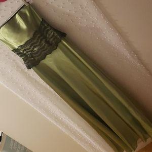 Jessica McClintock gunne sax gown 1/2